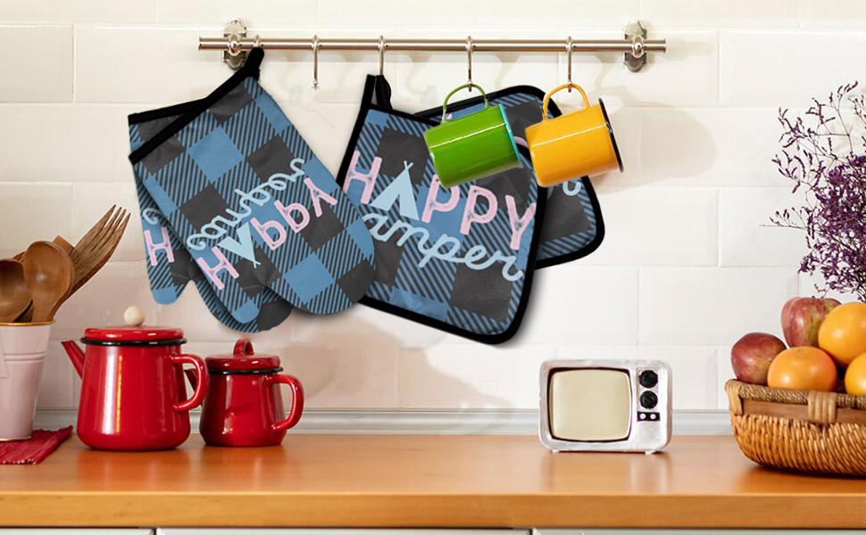 Happy Camper Oven Mitts and Pot Holders Set
