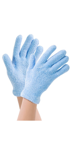 blue spa gloves on hand