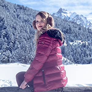 Young woman with a Geographical Norway jacket and in the background is a winter landscape