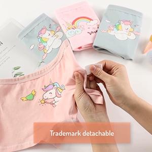 La etiqueta de tamaño se puede quitar fácilmente a mano sin dañar los pantalones