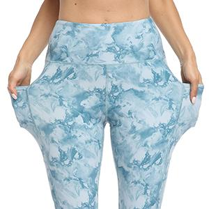 Workout capris with 2 side pockets