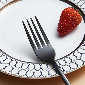 With sharp prongs, our fork is easy to stick food, suitable for pasta, cake, fruit, etc.