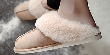 Faux Fur Bedroom Home Shoes Slip on Fuzzy House Slippers for Women Men