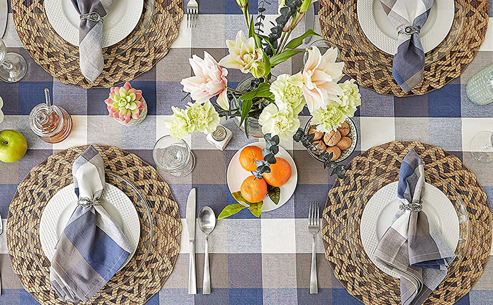 Tri Color Tabletop with Napkins and Tablecloth