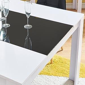 ensemble table et chaises noir et blanc