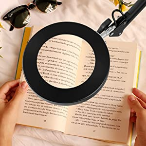magnifying glass with light for reading