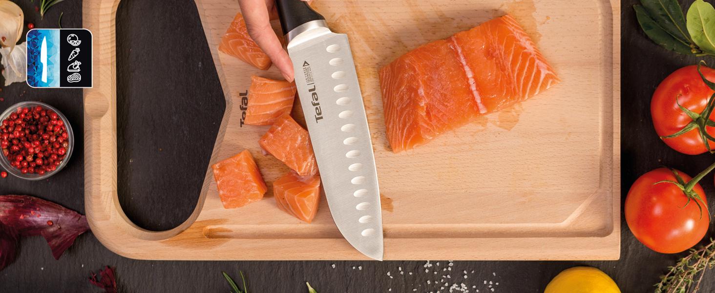 Découpe de saumon à l'aide d'un couteau Ice Force de Tefal