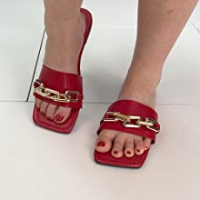 Made of quality PU leather, super soft strap upper with exquisite chain