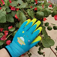 Gloves are soft and breathable, care for children's small hands