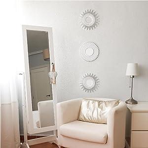 Liten silver spegel för sovrummet