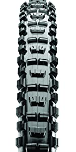 Top view of Minion DHR tread. Big side knobs, middle trade blocks spaced apart.