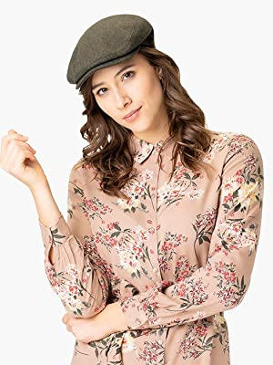 Woman with Lipodo flat cap