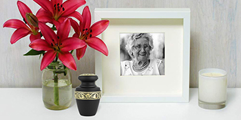 Urn on the table with picture