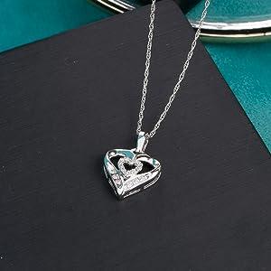 Round White Diamond Heart Pendant Necklace for Women
