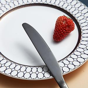 Our dinner knife has sharp edges, easy and suitable to cut food, such as meat, cake, bread, etc.
