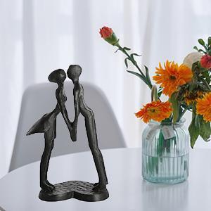 statuette couple
