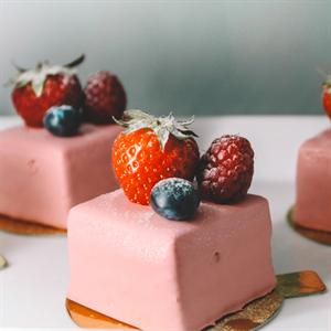 Dicunoy 300PCS Mini Cake Boards, 3amp;#34; Gold Circle Paper Cupcake Dessert Displays Base Tray,