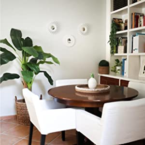 Dekoration för matsalen i ditt hus. Vit spegel för vardagsrummet