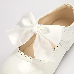 sweet bow-knot