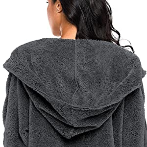 Huge Hoody-Keep you fashional style and keep you warmer.