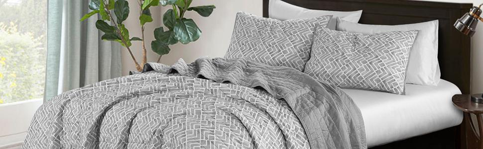 Watercolor Geometric  3-Piece quilt Set-grey