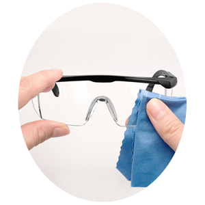 HOW TO CLEAN THE GOGGLES?
