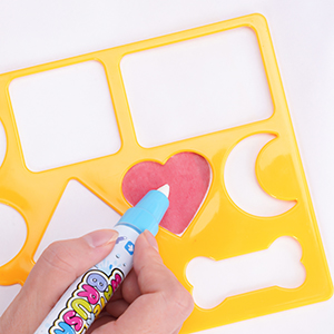 kids learn to draw with the stencils on CHEERFUN water doodle mat