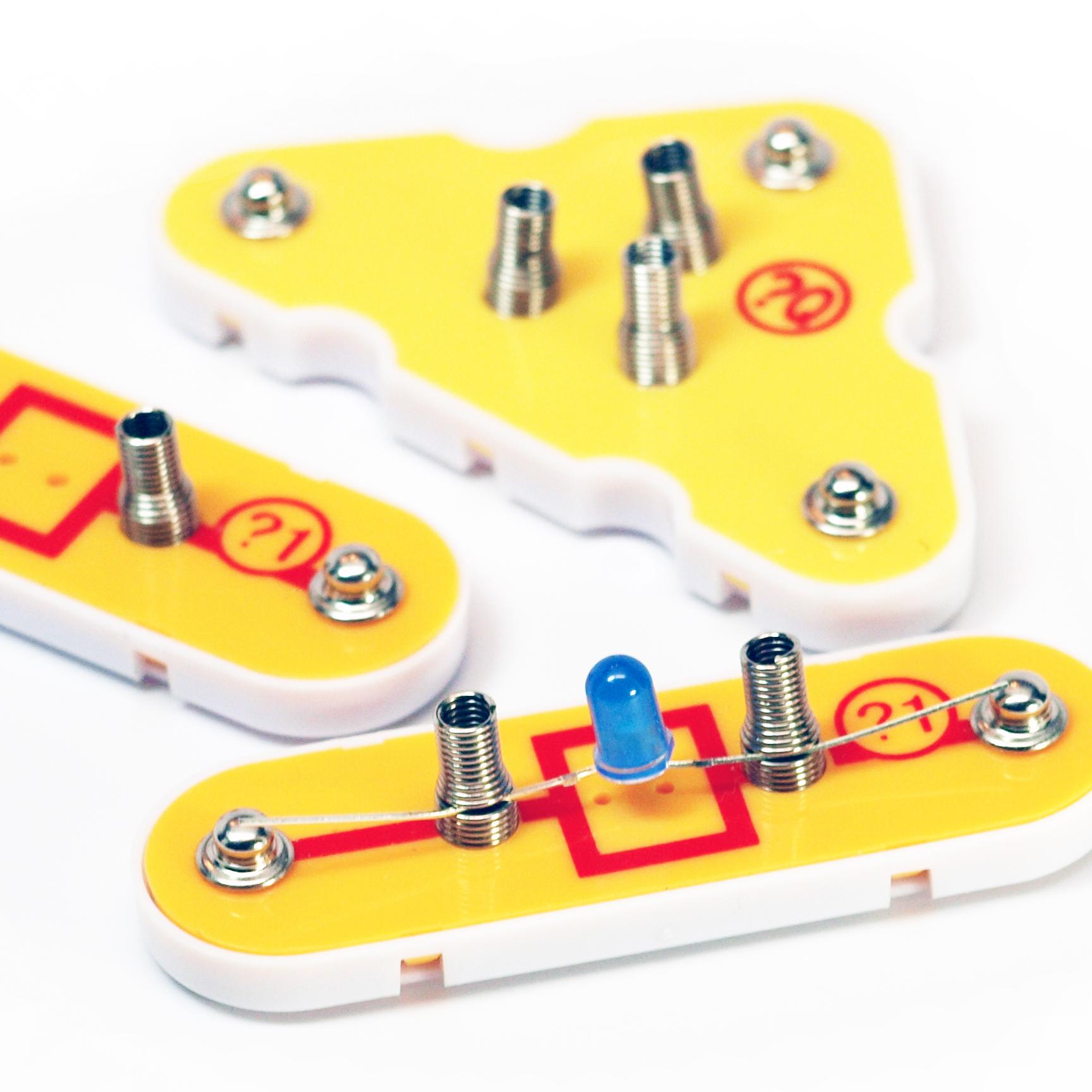 Amazon Snap Circuits Extreme Sc 750 Electronics Discovery Kit