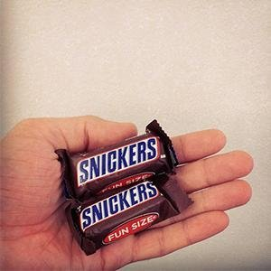 Amazon Com Snickers Fun Size Chocolate Candy Bars 11 18 Ounce Bag