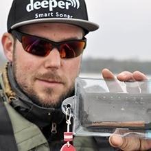Find fish Deeper Smart Fishfinder