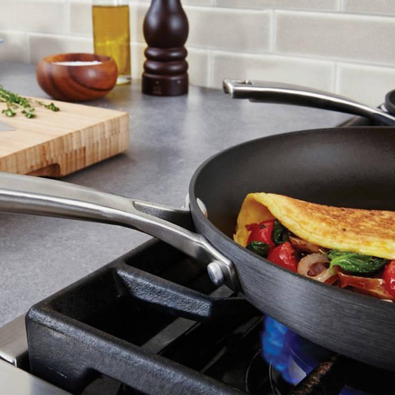 Amazon Com Calphalon 1932339 Classic Nonstick Omelet Fry
