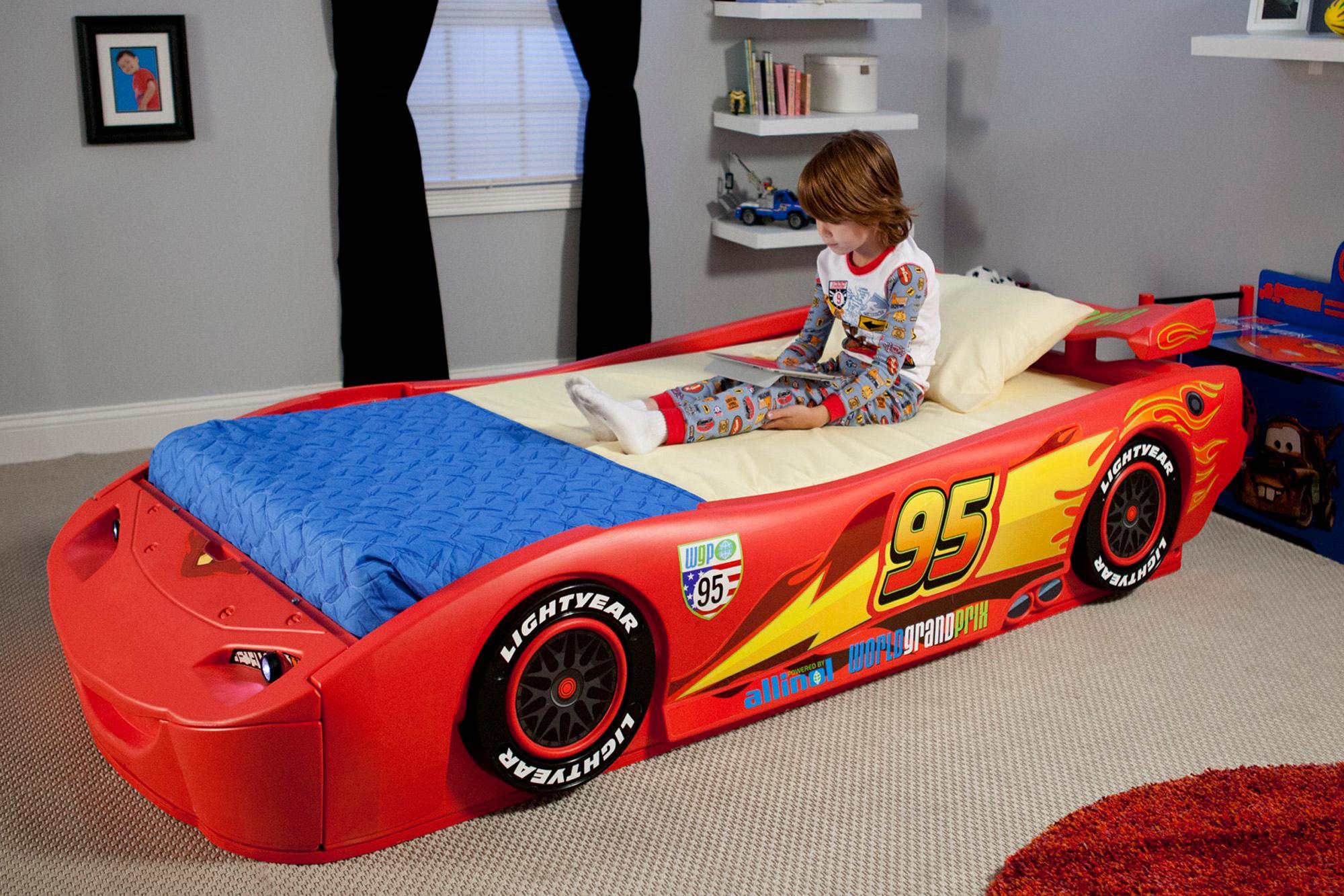 Amazon Com Disney Pixar Cars Lightning Mcqueen Twin Bed With Lights