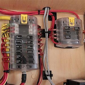 blue sea systems st blade fuse block 6 circuits with cover rh amazon ca blue sea fuse box for sale blue sea fuse box install
