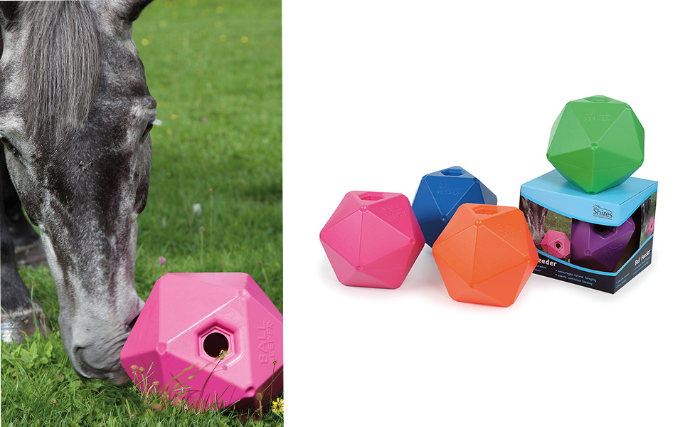 ROCK N ROLL BALL TREAT FEEDER PLAY TOY FOR PONIES HORSES STABLE BOREDOM BREAKER