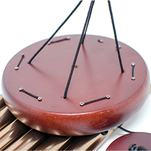 Rouind wooden plate wind chime top