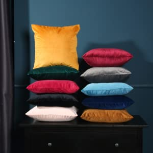 Scratch-resistant  decorative throw pillow covers