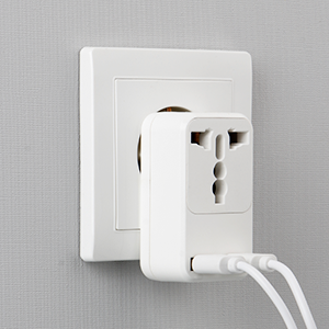 Milool Cargador Rapido Móvil, Adaptador Enchufe de Viaje Universal Cargador Enchufe USB con Dos Puertos USB(2.4A) para Europa,Enchufe deste UK/DE/CN//Asia/US/EU/AU Más Países a EU (Blanco): Amazon.es: Electrónica