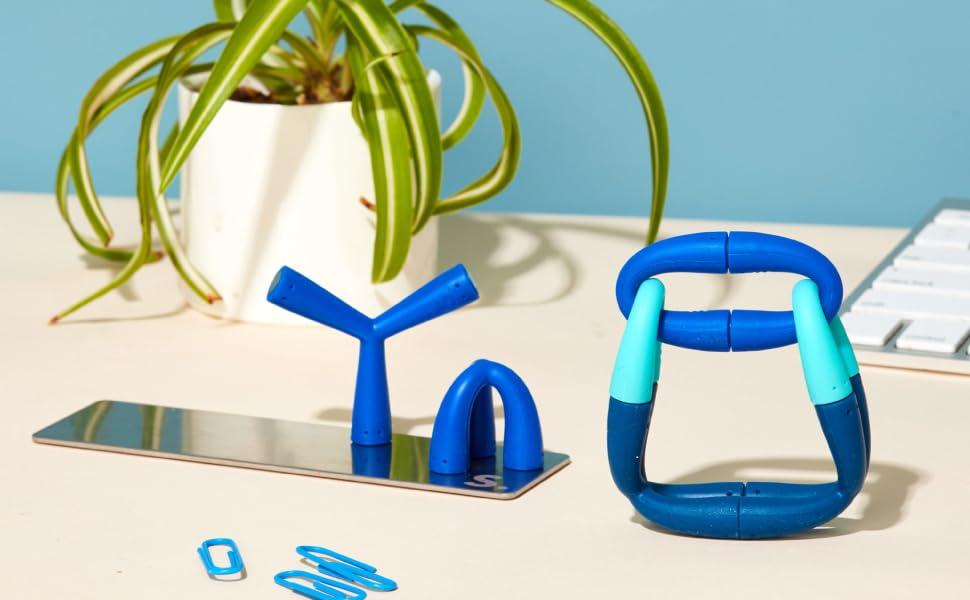 Speks fleks silicone magnetic desk toy on desk