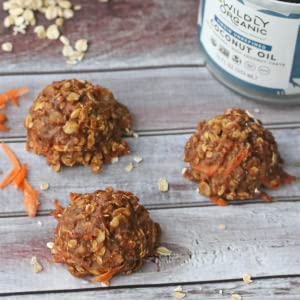 Coconut energy bites with carrot and coconut oil