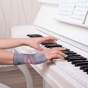 wrist sleeve, wrist support, wrist pain, wrist strain, wrist compression sleeve, wrist brace,