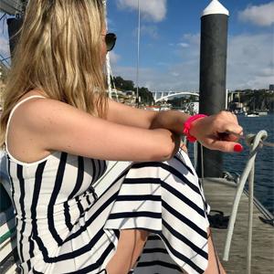 Los brazaletes de soga ajustable se adaptan a cualquier tamaño de muñeca