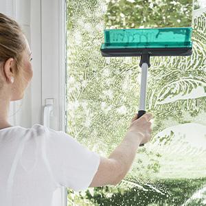 Amazon.de: Genius Fensterwischer-Set 6-tlg - Fensterputzer +  Universalstange, Wanne & Mikrofaserbezug   glänzende und streifenfreie  Sauberkeit an Fenster, Fließen und Autoscheibe