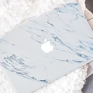 Silk White Marble Macbook Case