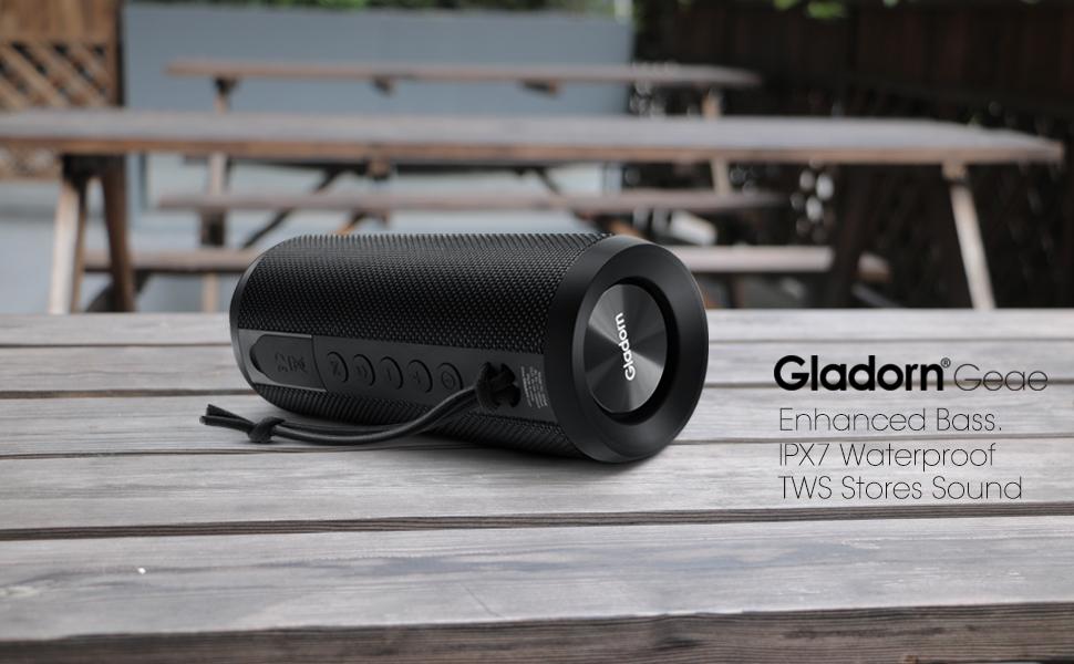 卡农 2020/5/19 9:43:33 Bluetooth speaker placed horizontally on a Starbucks table with passive bass