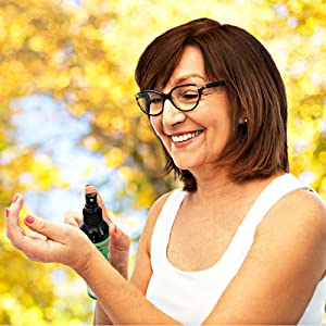 woman spraying on the magnesium oil onto her wrist