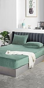 Velvet fitted sheet