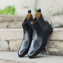 Front view of casual mens boots in black