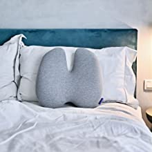 Cushion Lab Lumbar Pillow Using On the Bed