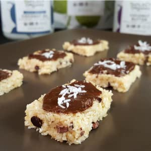 Coconut snack bars with chocolate and coconut oil