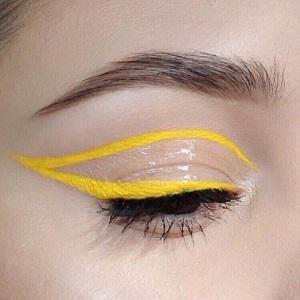 eyeliner matte yellow